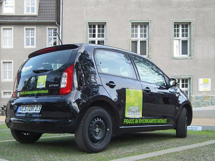 Praxis im Rheinkamper Rathaus · Fahrzeugbeschriftung