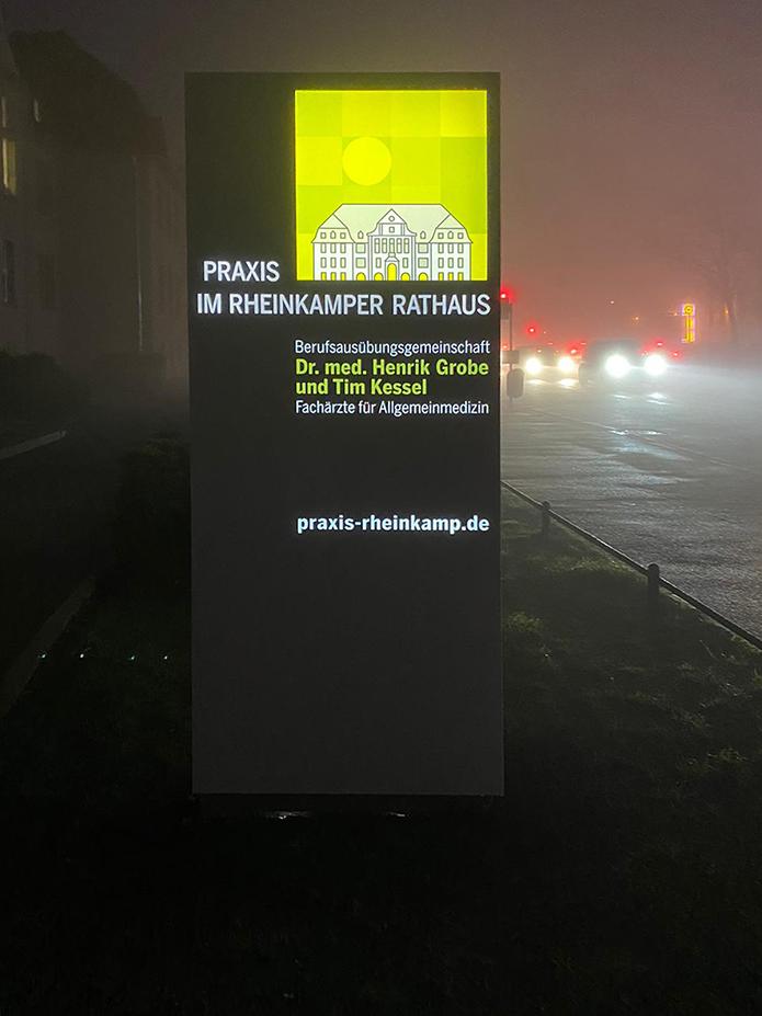 Praxis im Rheinkamper Rathaus · Pylon